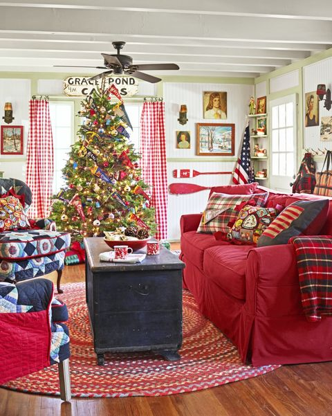 20 Christmas Living Room Decorating Ideas - How to Decorate ...