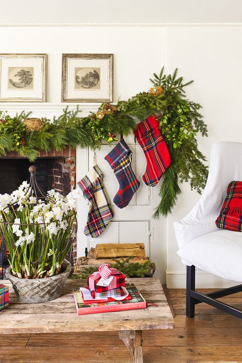 christmas living room decor ideas - plaid