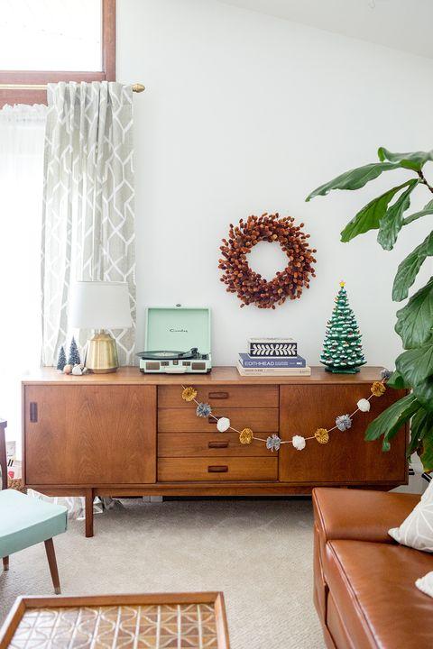 Christmas Living Room Decor Ideas - Mid-Century Modern