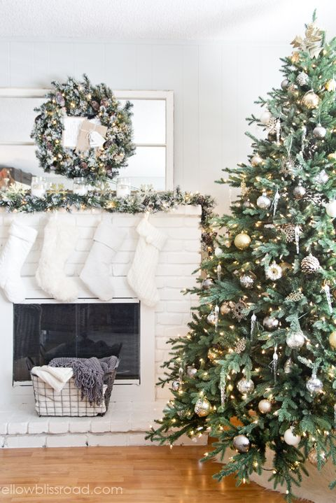 image - How To Decorate A Christmas Tree With Garland