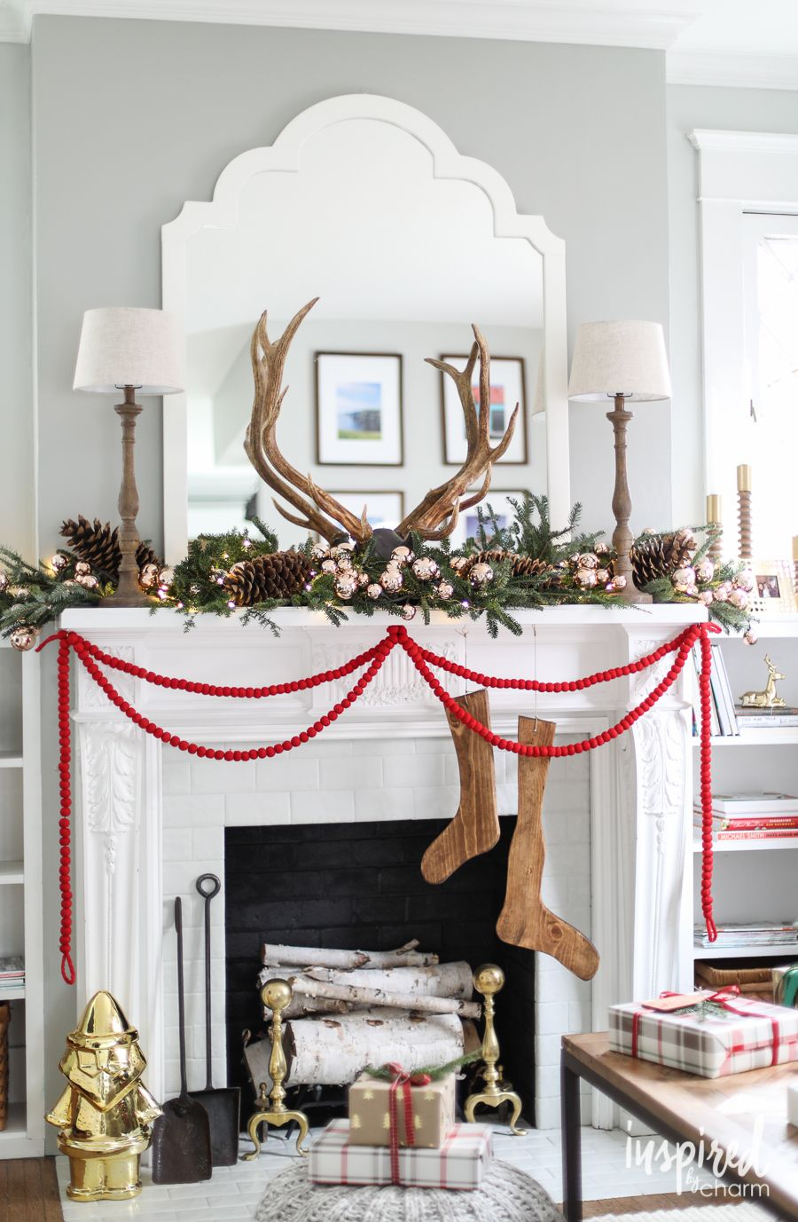 50 Christmas Mantel Decorations - Ideas for Holiday Fireplace Mantel ...