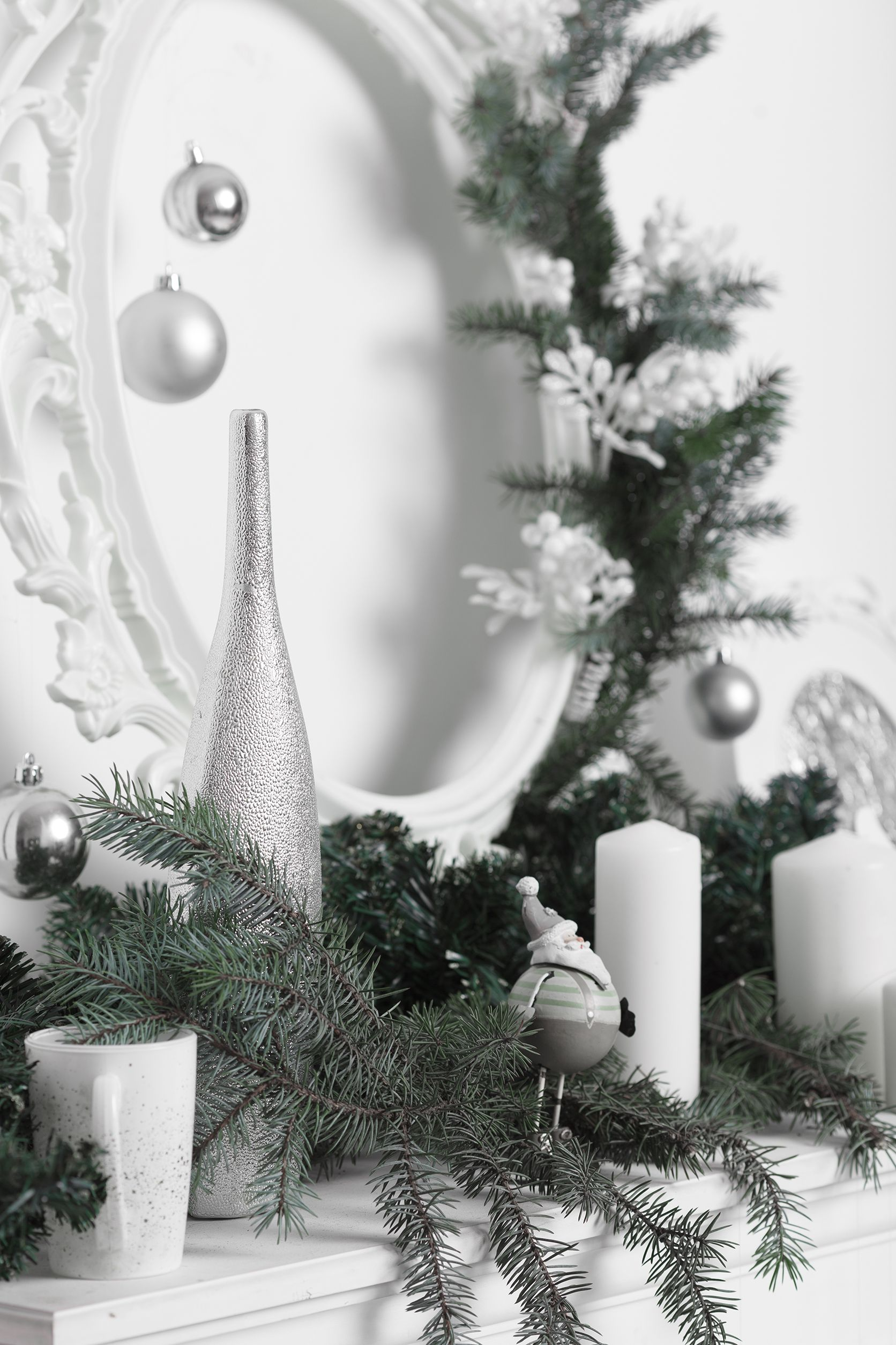15 Christmas Mantel Decor Ideas - Fireplace Holiday Decorations