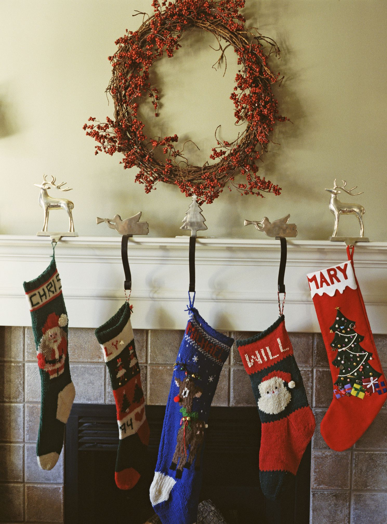 15 christmas mantel decor ideas fireplace holiday decorations