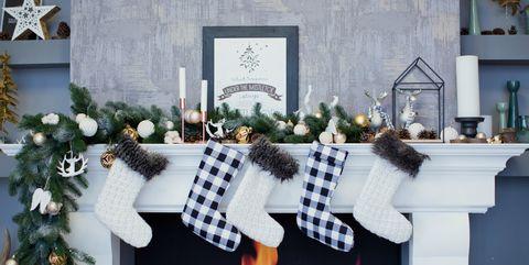 15 Christmas Mantel Decor Ideas - Fireplace Holiday Decorations
