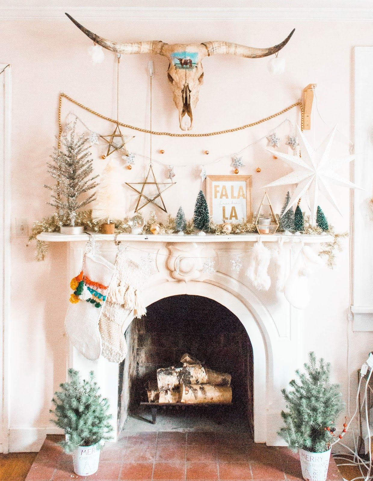62 Christmas Mantel Decorations Ideas For Holiday Fireplace