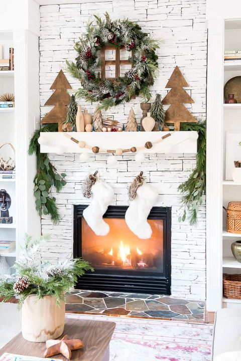 62 Christmas Mantel Decorations - Ideas for Holiday ...