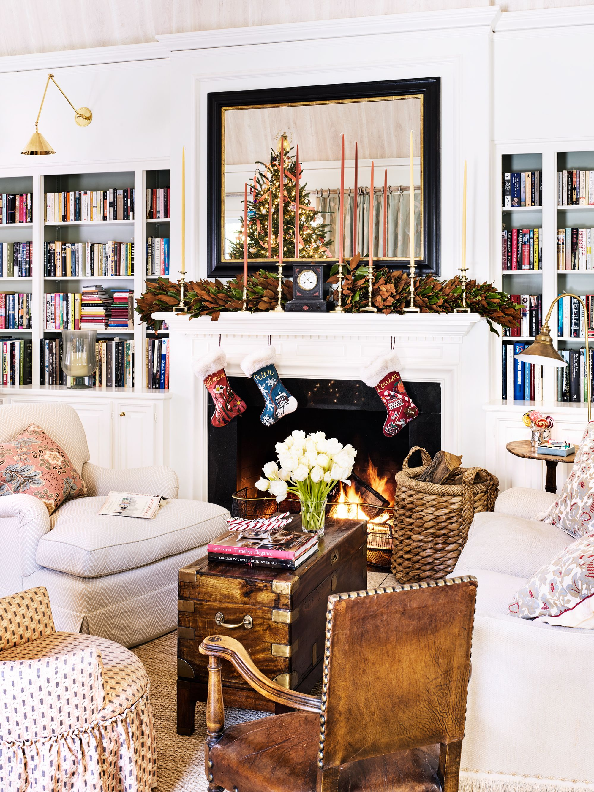 19 Best Christmas Mantel Decorating Ideas Ways To Style Fireplace Holiday Mantels