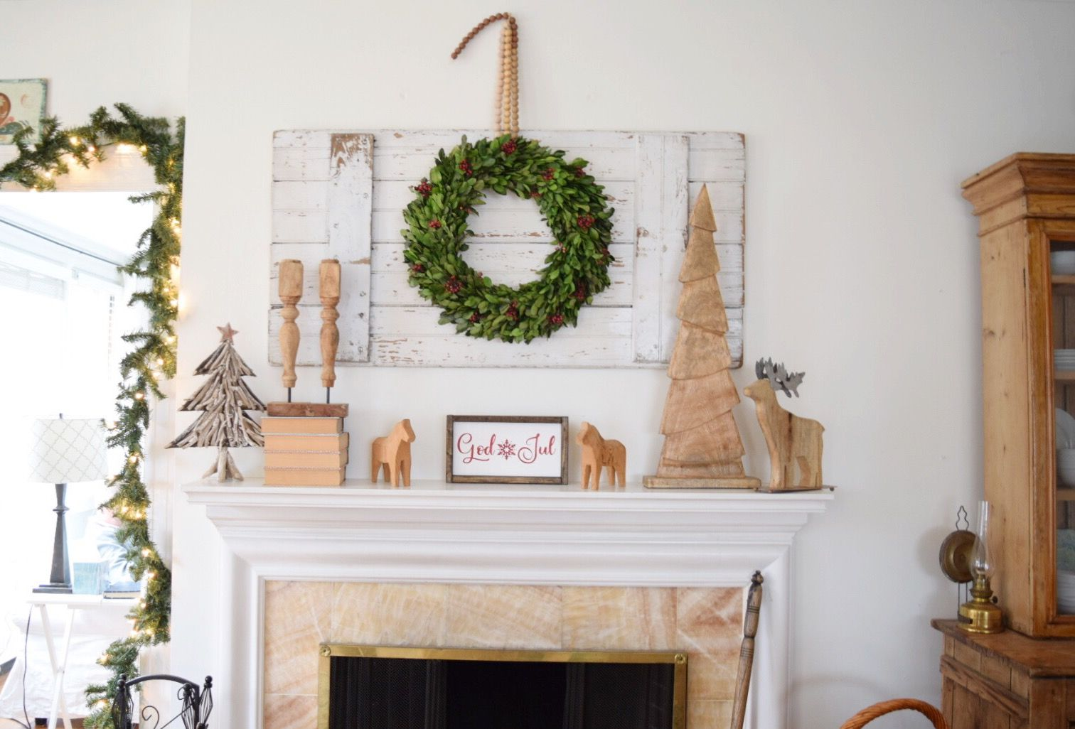 20 Festive Christmas Mantel Ideas How To Style A Holiday