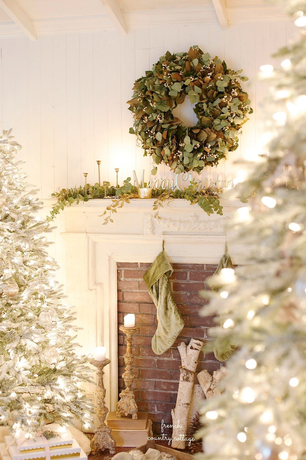 55 christmas mantel decorations ideas for holiday fireplace mantel decorating