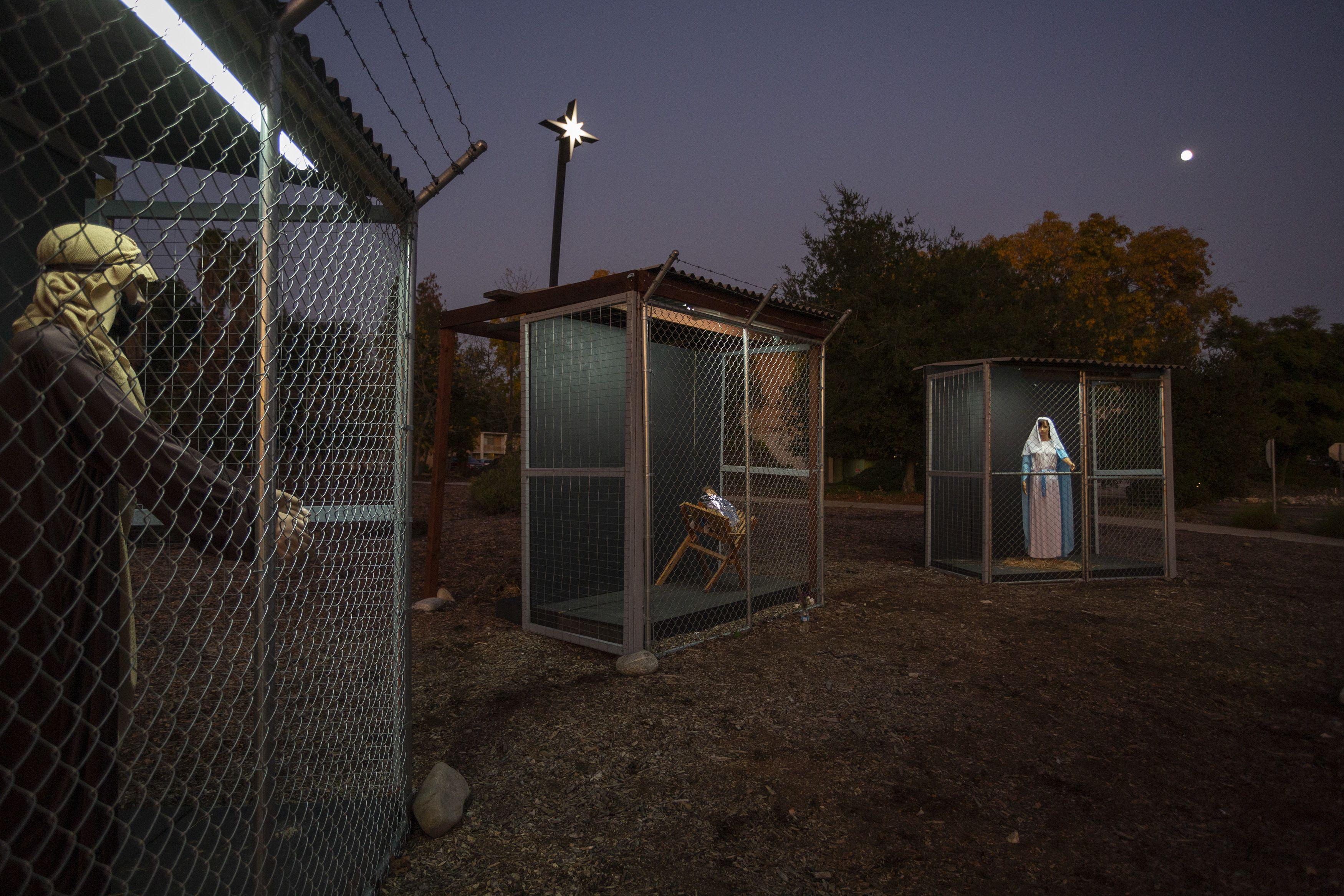 """""""Gesù in gabbia"""" ovvero il presepe più toccante di sempre che ci parla dei bambini migranti in America"""