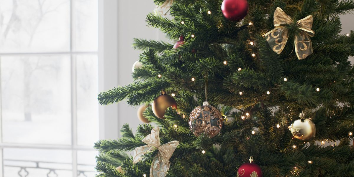 How To Decorate A Christmas Tree Like A Professional