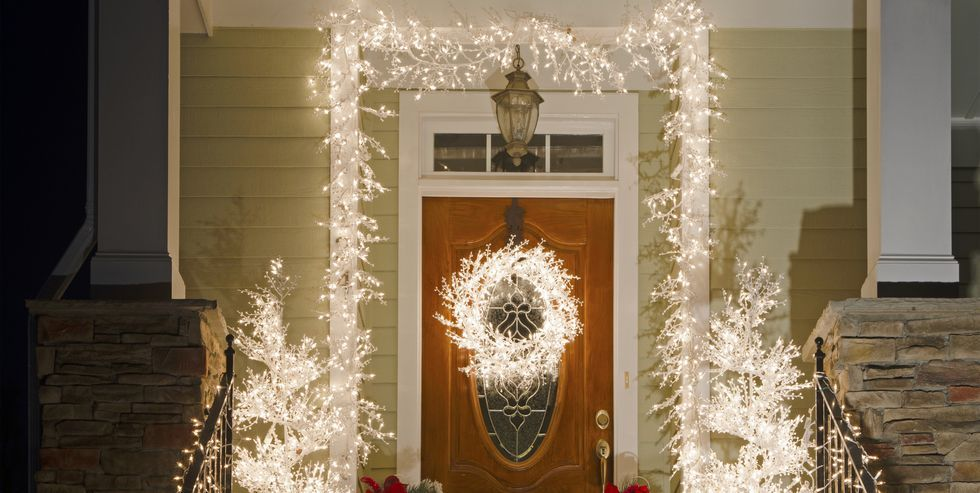 new styles bfbd4 378ac 15 Ways to Decorate Your Porch For Christmas - Christmas ...