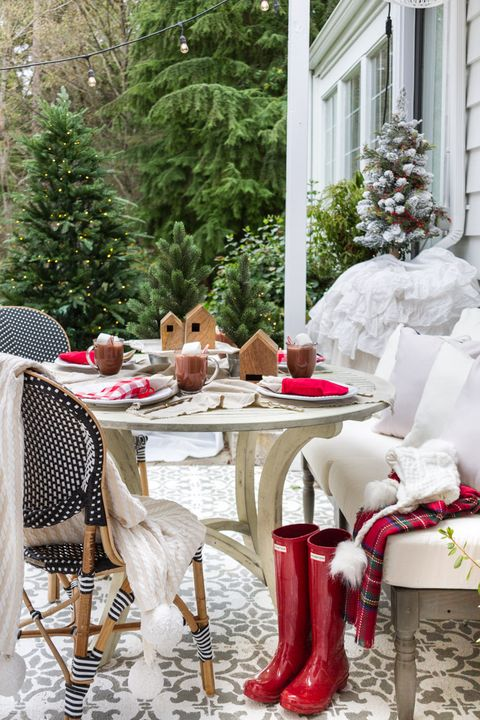 55 Best Outdoor Christmas Decorations - DIY Outside ...