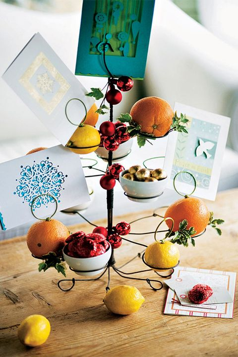 christmas-table-decorations-card-holder-centerpiece