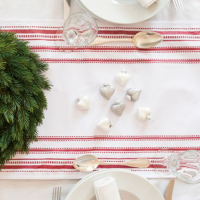 Christmas Table Runners.14 Best Christmas Table Runners For 2019 Festive Holiday