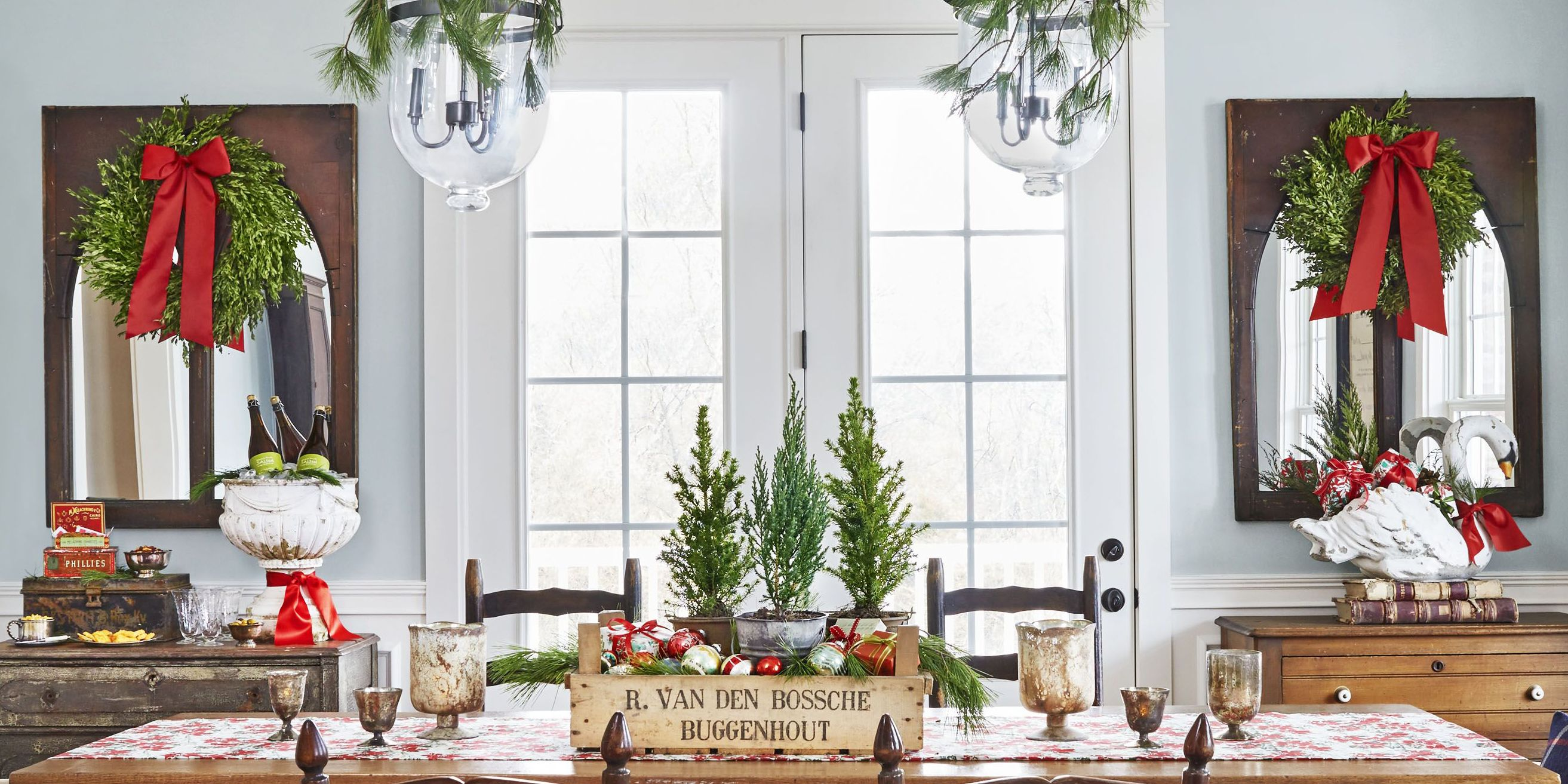 35+ Best Christmas Table Settings - Decorations and Centerpiece Ideas for Your Christmas Table : dining-room-table-christmas-decorations - designwebi.com