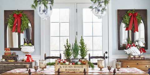 christmas table setting centerpiece