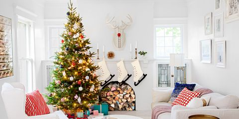 72 best christmas tree decorating ideas how to decorate a christmas tree - Flocked Christmas Tree Decorating Ideas