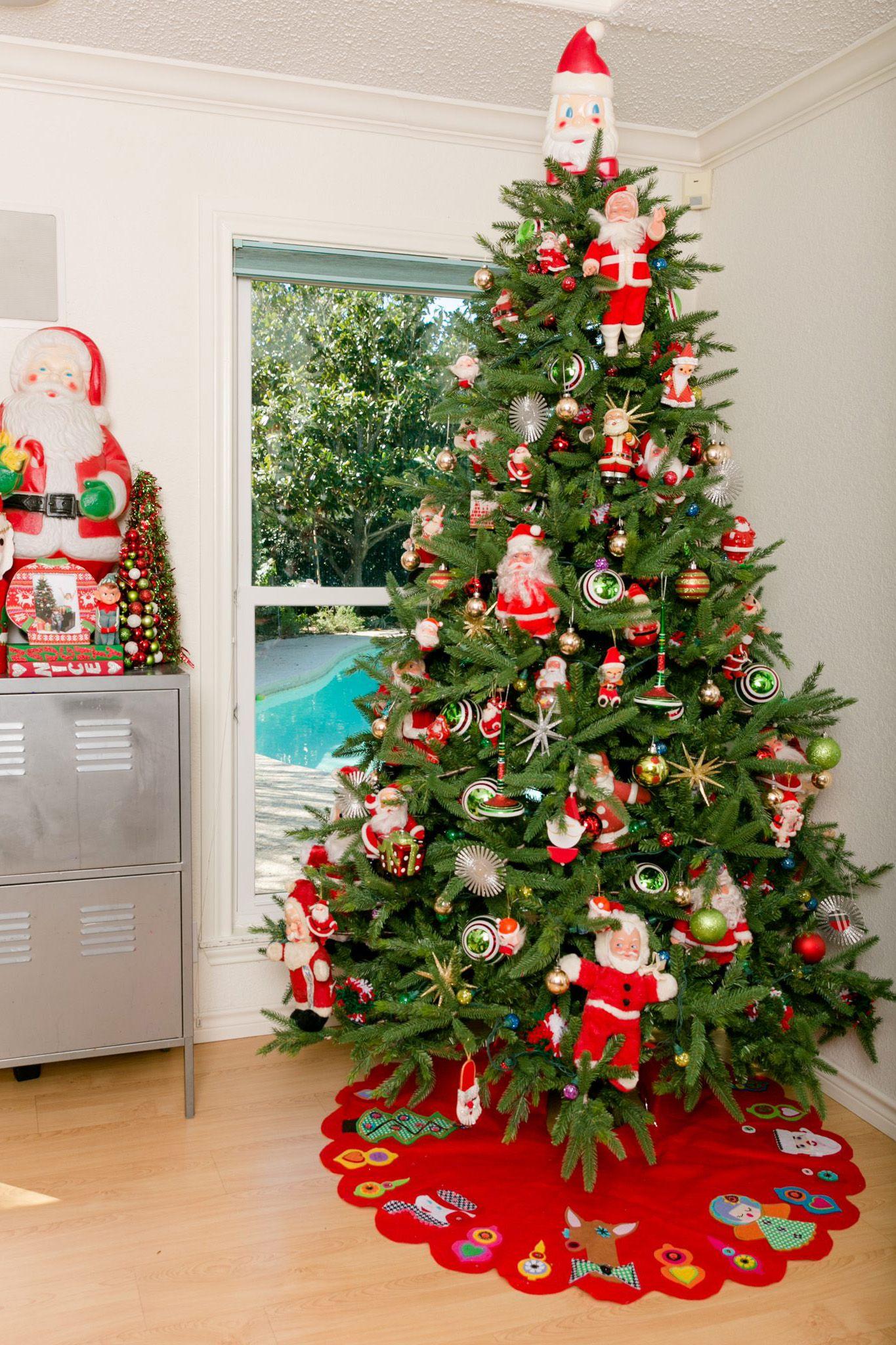 Vintage Santa Doll Christmas Tree Decorating Idea