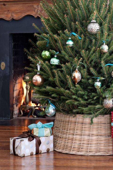 Christmas Tree Decoration Ideas - Wicker Tree Collar