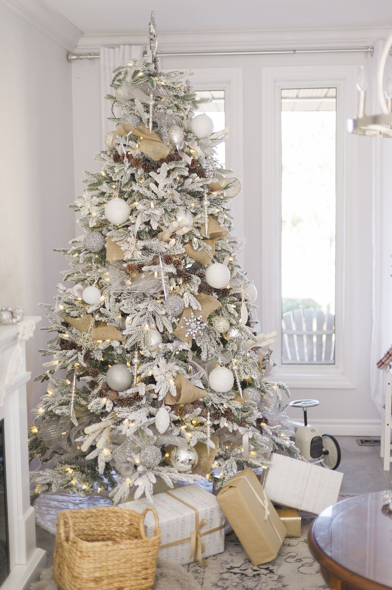 Beautiful Christmas Tree Decoration Ideas - Decorating dining room christmas white silver christmas palette