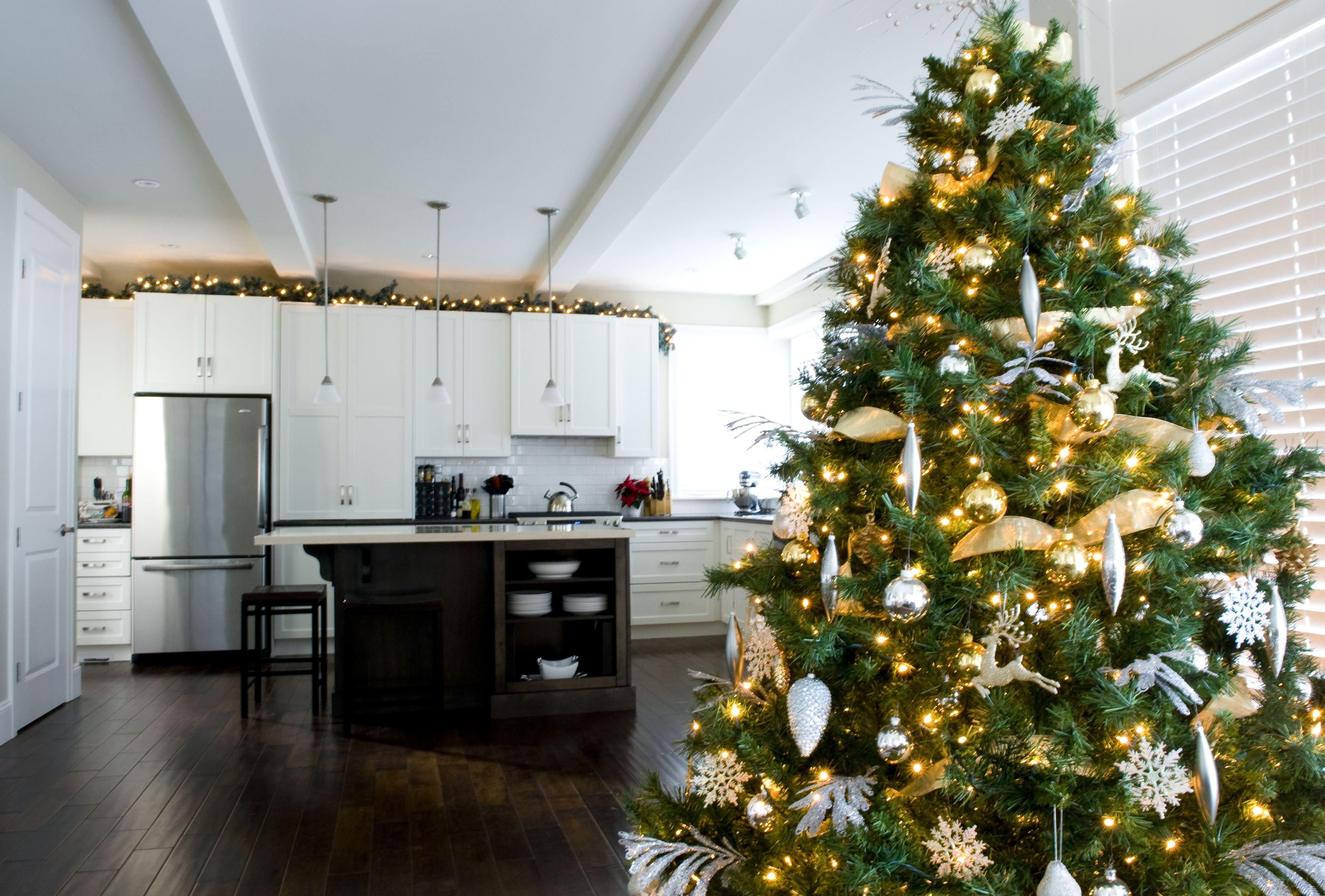 Christmas House Decor.20 Christmas Kitchen Decor Ideas How To Decorate Your