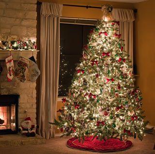 15 Elegant Christmas Tree Skirts Ready For
