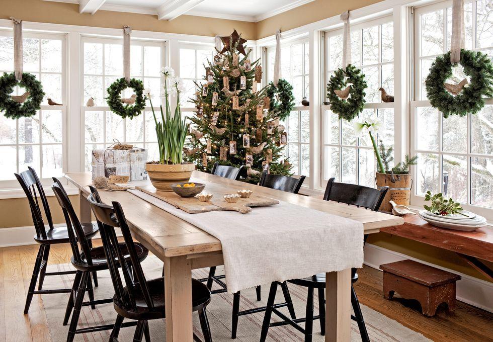 20 Best Christmas Window Decorating Ideas 2019 - Holiday ...