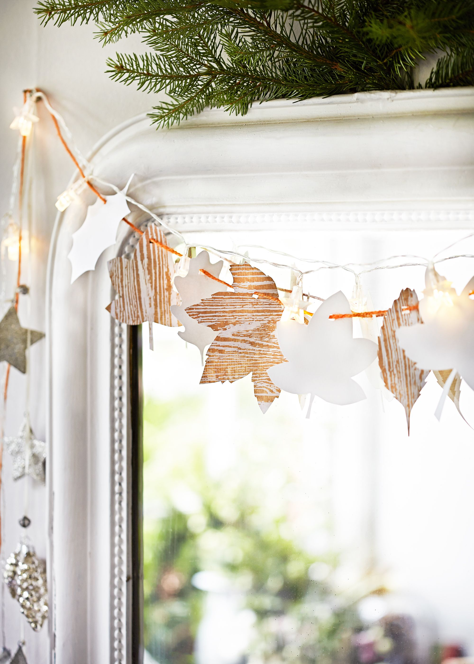 12 Easy DIY Christmas Window Decorations   Best Holiday Window Ideas