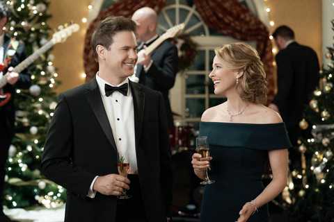 movie still from hallmark's christmas wishes and holiday kisses
