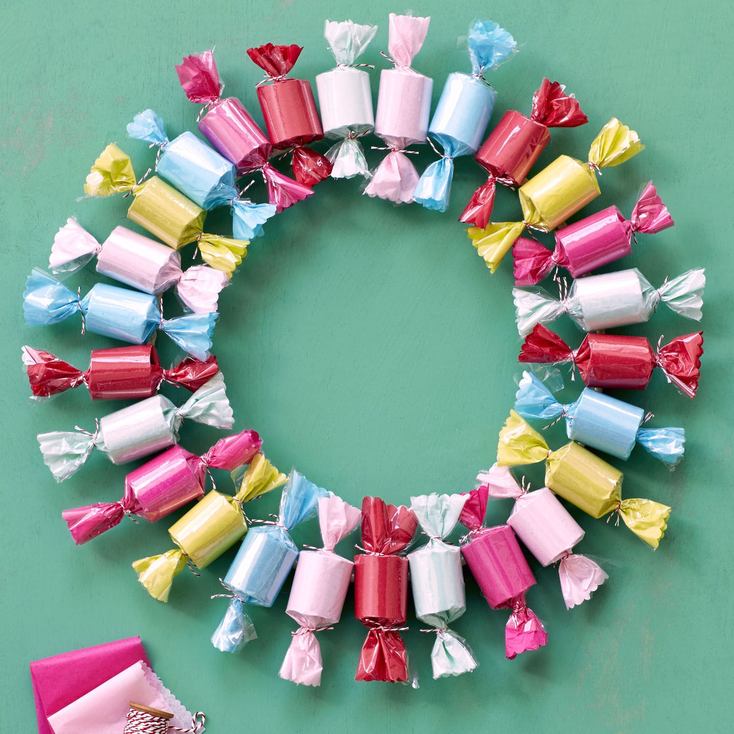 Paper Christmas Wreath Designs.60 Diy Christmas Wreaths How To Make A Holiday Wreath Craft