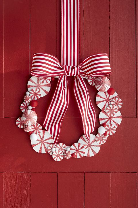 DIY christmas wreaths Peppermint Wreath