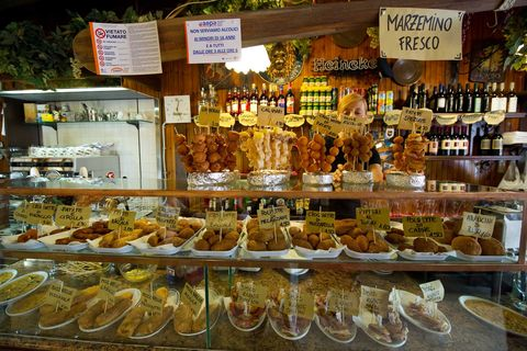Bakery, Pâtisserie, Delicatessen, Food, Delicacy, Cuisine, Pastry, Dish, Whole food, Market,
