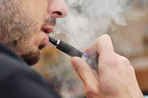 Un estudio dice que el cigarrillo electrónico es lo más eficiente para dejar de fumar