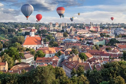 Hot air ballooning, Hot air balloon, Sky, Balloon, Human settlement, Town, Aerial photography, Air sports, City, Vehicle,