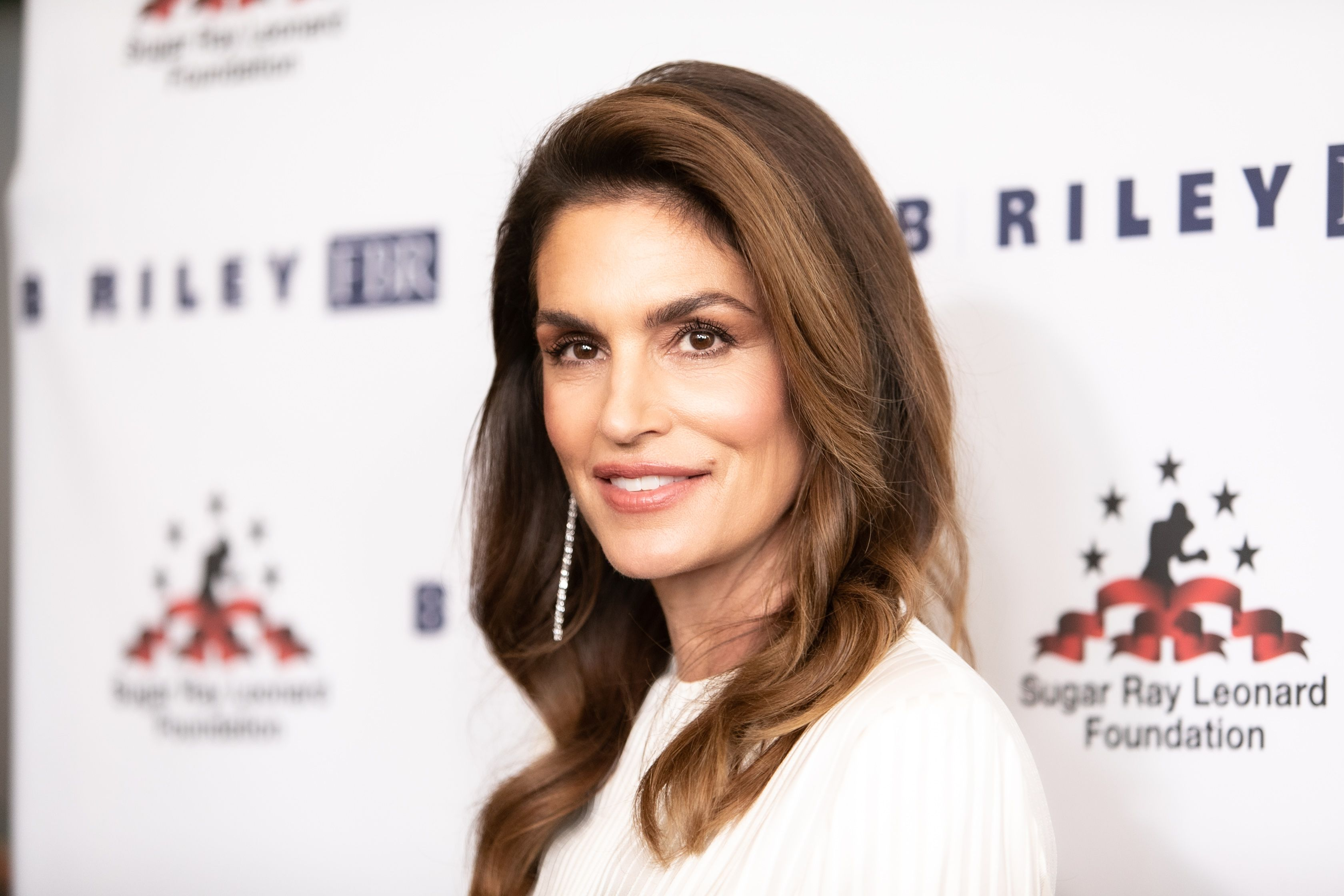 Cindy Crawford Reveals the Simple Move That Gives Her Rock-Solid Abs At 53