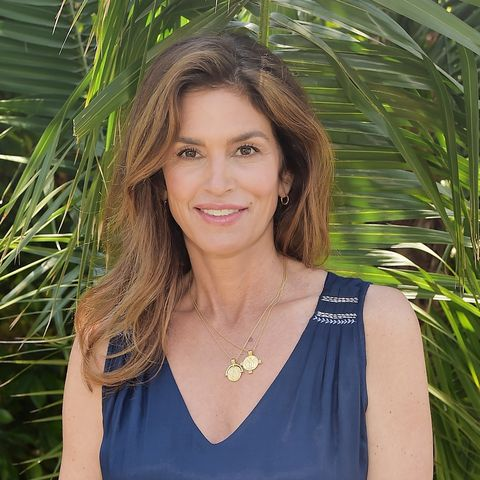 Cindy Crawford, Queen of No-Makeup Selfies, Just Posted Her Best One Yet