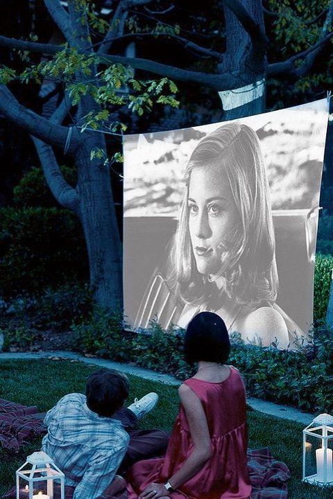 Sesión de cine al aire libre