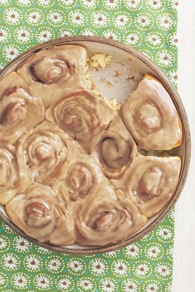 cinnamon rolls with maple icing