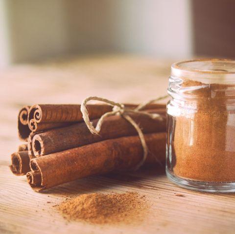 Cinnamon sticks and cinnamon powder