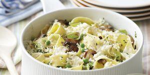 Plato de pasta: Cintas con guisantes y champiñones