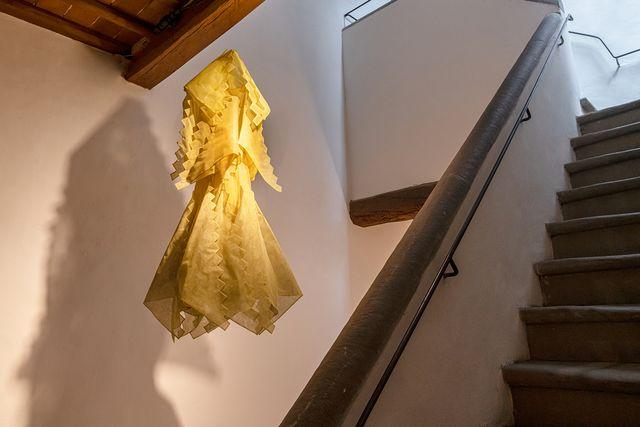 cinzia ruggeri, abito giallo a scale, 1980