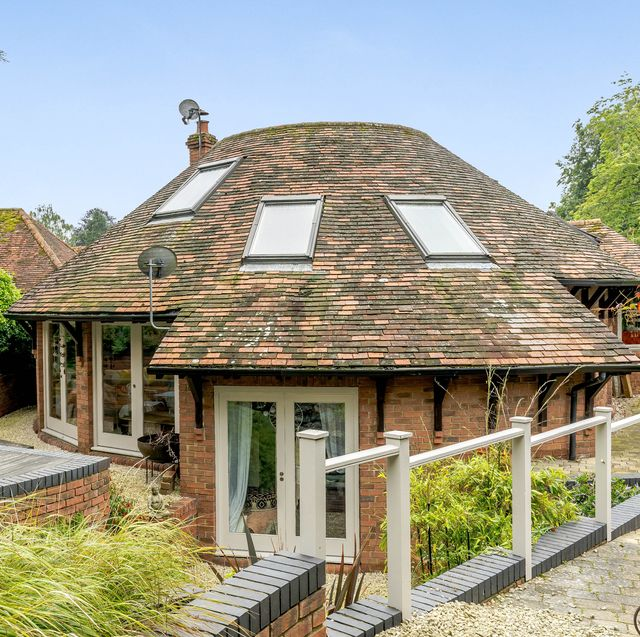 unique round house for sale in berkshire