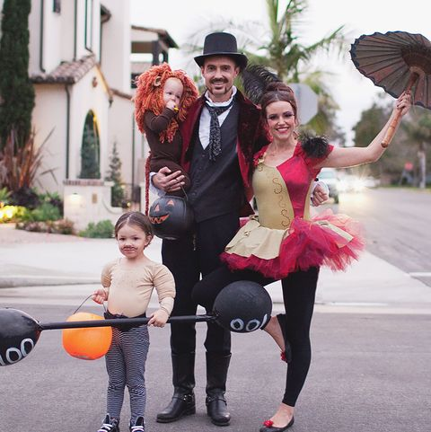 Halloween Costume Ideas For Family Of 3 With Toddler.57 Family Halloween Costumes Addams Family Flintstones