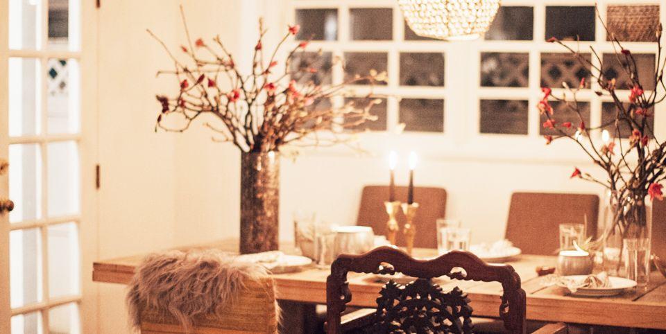11 Stylish Valentine S Day Tablescape Ideas Romantic Table Decor