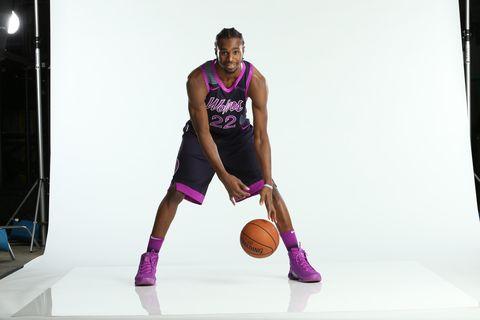 Arm, Basketball player, Shoulder, Knee, Sportswear, Purple, Joint, Sports, Leg, Photography,