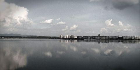 Sky, Reflection, Water, Cloud, Water resources, Natural landscape, Atmospheric phenomenon, Lake, Horizon, Calm,