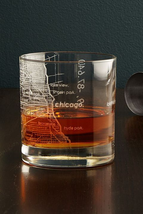 Old fashioned glass, Tumbler, Beaker, Product, Drink, Drinkware, Glass, Distilled beverage, Whisky, Liquid,