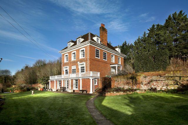 queen anne, grade ii listed property in buckinghamshire