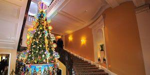 claridge-kerstboom-christian-louboutin